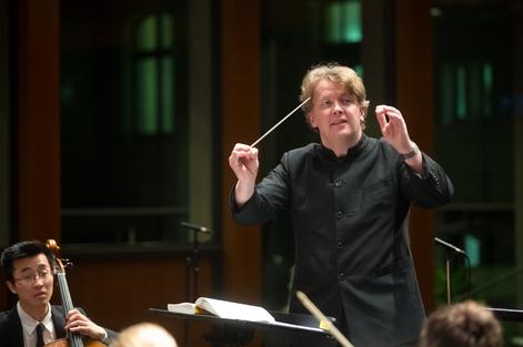Sinfoniekonzerte Fr, 22.1.2016, 19.30 Uhr, Grassistraße 8, Großer Saal Sa, 23.1.2016, 19.30 Uhr, Grassistraße 8, Großer Saal