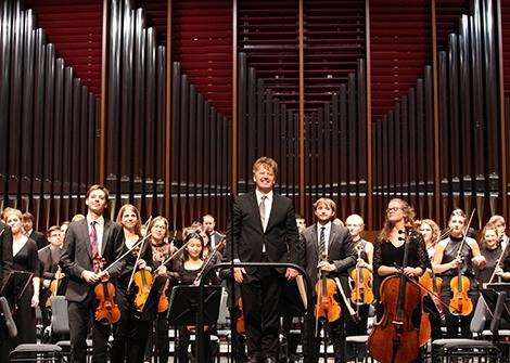 Sinfoniekonzert Sa, 4.11.2017, 20 Uhr, Gewandhaus, Großer SaalSo, 5.11.2017, 19.30 Uhr, HMT, Grassistr. 8, Großer Saal