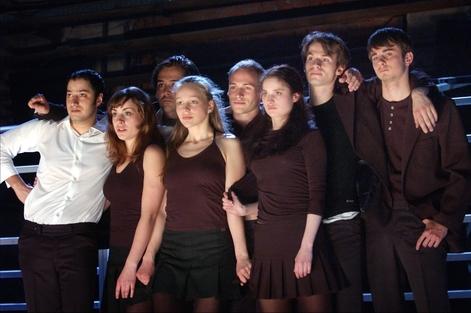 Ensemblepreis fürZeit zu lieben Zeit zu sterben Studio Weimar, Theatertreffen deutschsprachiger Schauspielstudierender Hannover 2004